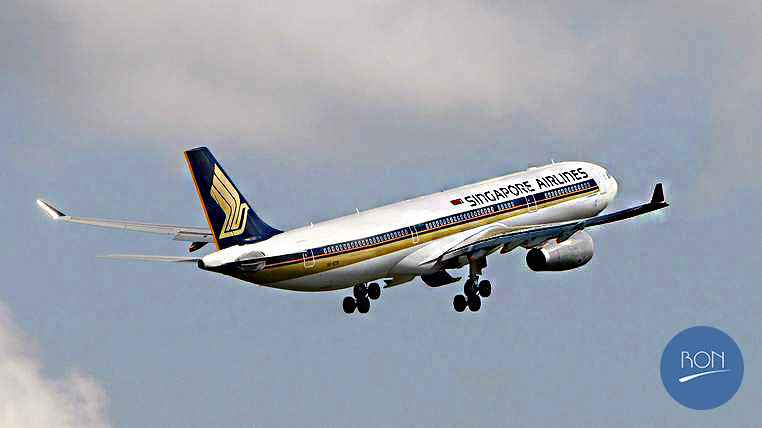 A Singapore Airlines (SIA) Airbus A330 takes off from Changi Airport in Singapore May 13, 2009. Singapore Airlines will announce its full year results and operational data on Thursday. REUTERS/Vivek Prakash  (SINGAPORE BUSINESS TRANSPORT) - RTXG3PE